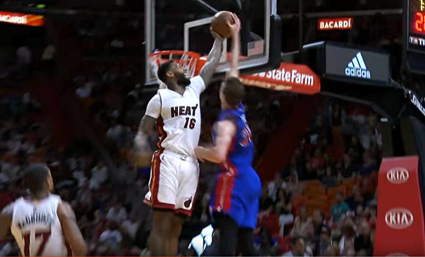 Jon Leuer voulait grimper, mais James Johnson l'a fait redescendre