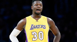 Les Lakers et les Mavericks ont discuté d'un échange Randle-Noel