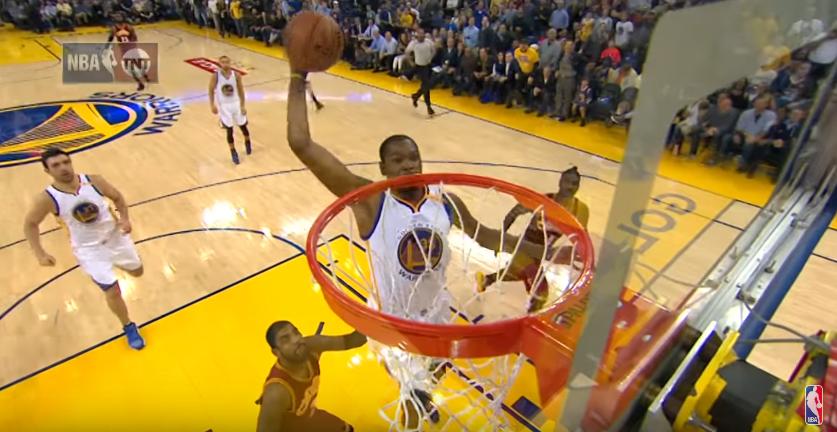 Kevin Durant enflamme la foule des Warriors avec un tomar puissant