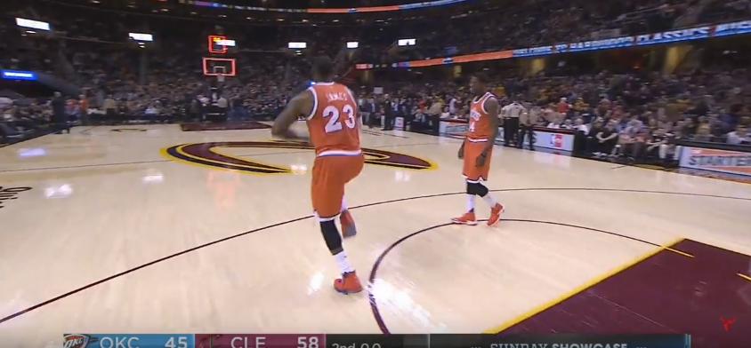 LeBron James se moque d'un énorme marcher de son coéquipier