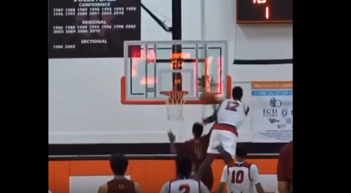 Monstre : L'énorme contre de Zion Williamson (16 ans) !