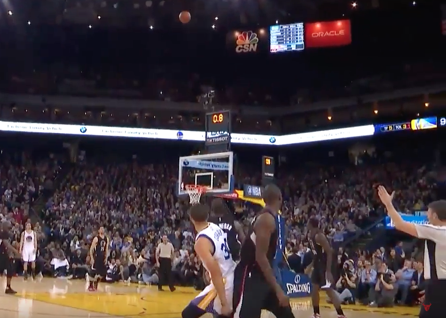 L'incroyable buzzer-beater de Steph Curry en 3e quart-temps