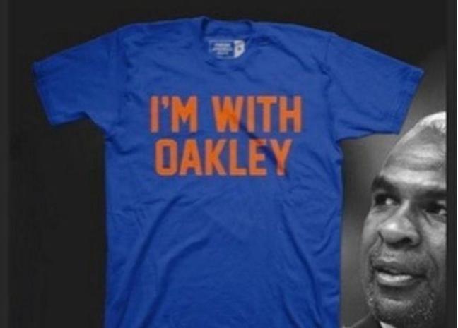 J.R. Smith sort un T-shirt en soutien à Charles Oakley