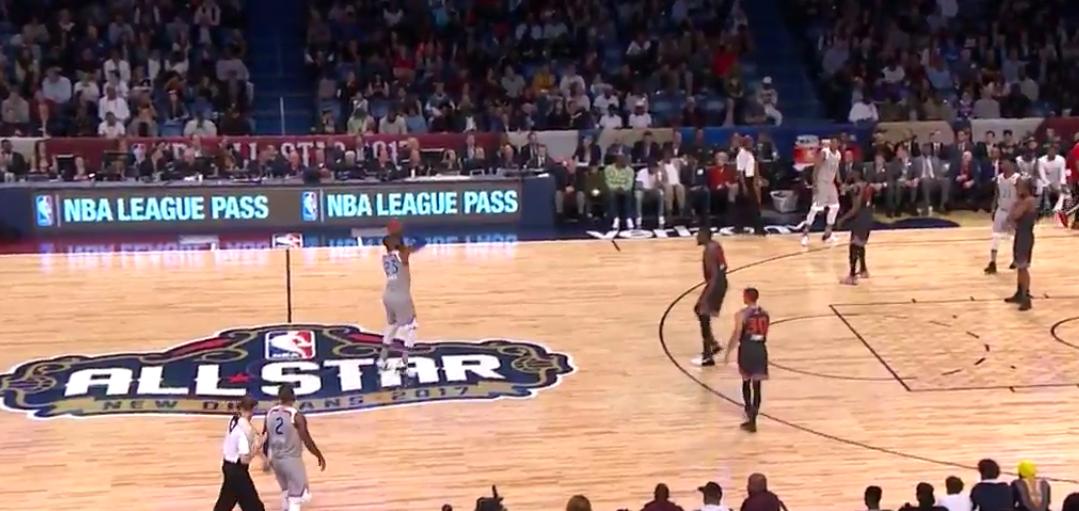 LeBron James imite Stephen Curry et marque depuis le logo !