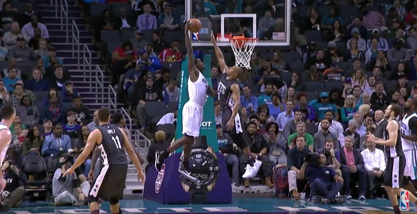Top 5 : Marvin Williams détruit Randy Foye, fin de match folle à Dallas