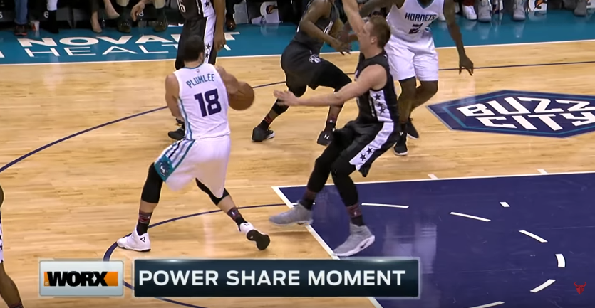 Miles Plumlee offre un superbe caviar à Marvin Williams