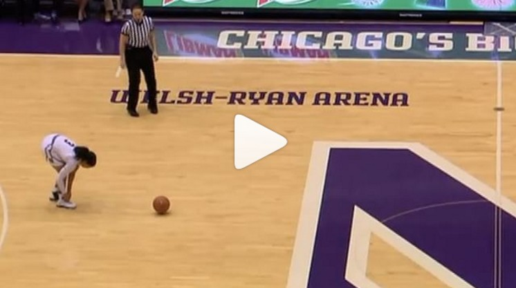 NCAA : Elle refait ses lacets en plein match... et se fait subtiliser le ballon