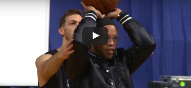 Dingue : Jordan Kilganon dunke par-dessus... Ronaldinho !