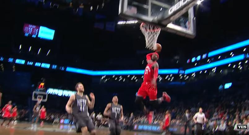 Terrence Ross cale un gros dunk pour son anniversaire