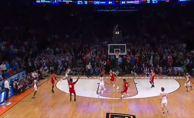 NCAA : L'incroyable buzzer beater de Chris Chiozza (Florida) contre Wisconsin