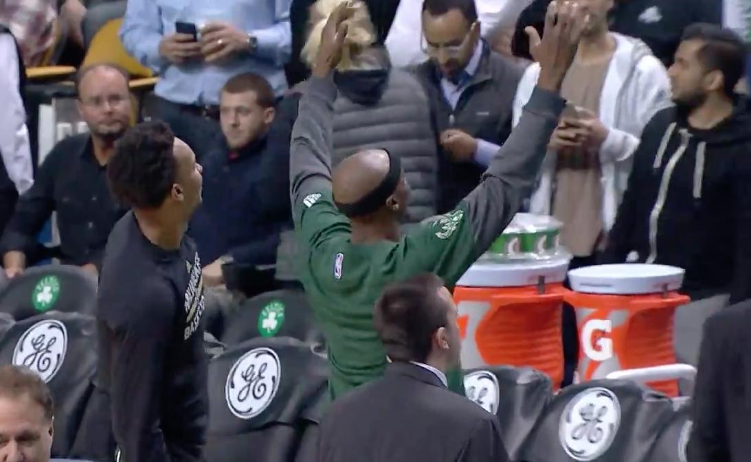 Quand les fans des Celtics aident... Jason Terry à s'échauffer