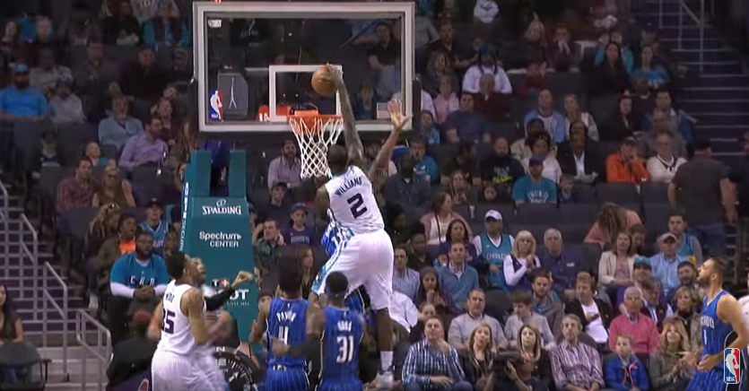 Top 10 : L'énorme poster de Marvin Williams