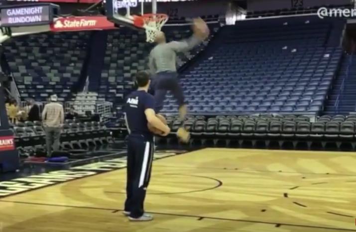 Éternel : comme si de rien n'était, Vince Carter claque un superbe dunk !
