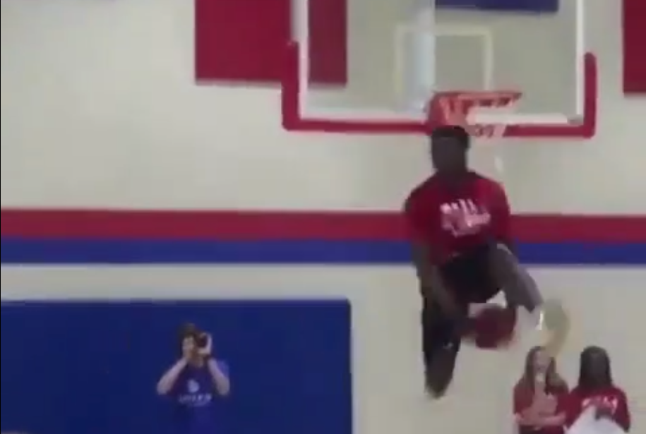 Zion Williamson se lâche sur un dunk contest