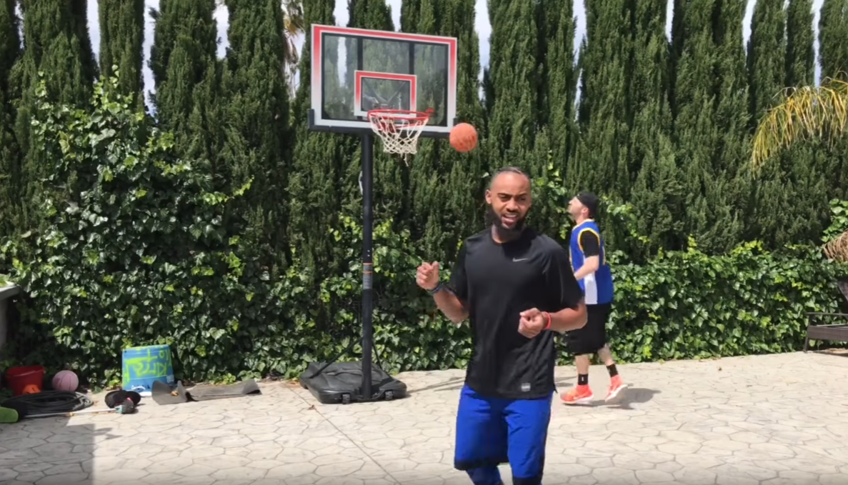 Fun : Brandon Armstrong détourne le basket de playground