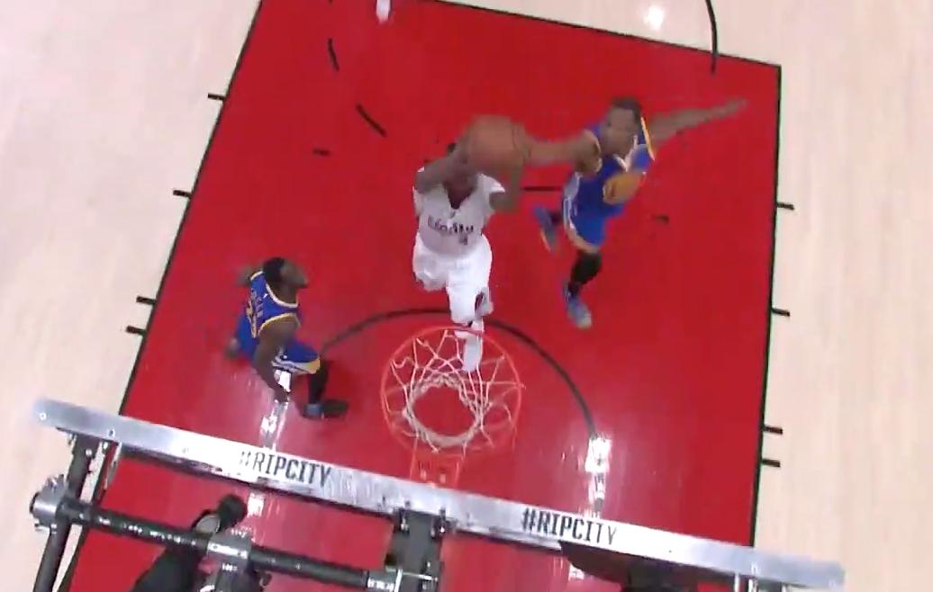 Block : Kevin Durant fait une LeBron sur Mo Harkless