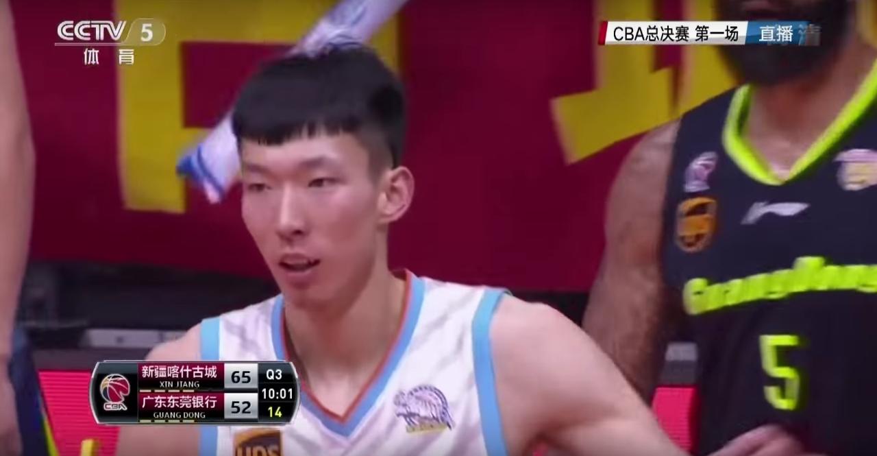 Houston voudrait faire venir Zhou Qi, l'espoir du basket chinois