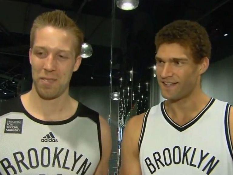 """Brook Lopez : """"Justin Hamilton est mon vrai frère jumeau"""", pas Robin Lopez"""