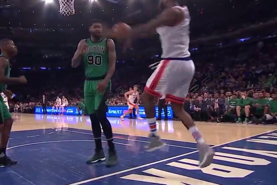 Instant coup de p*** : Kyle O'Quinn envoie le ballon dans la tronche d'Amir Johnson