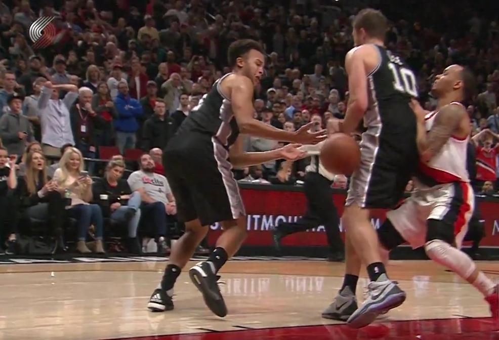 Anderson-Lee : La collision débile qui a fait perdre les Spurs !