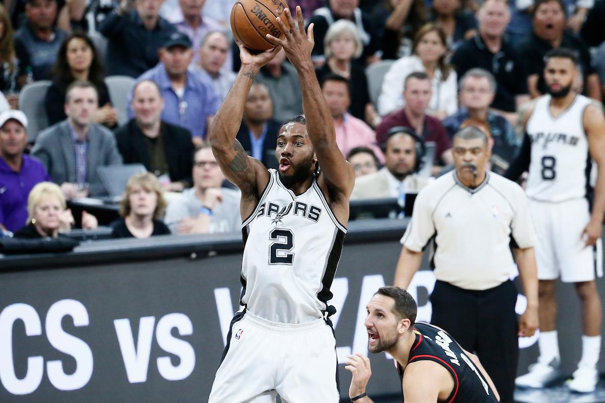 Les Spurs pas chauds pour trader Kawhi Leonard dans une franchise de l'Ouest