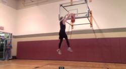 Des mecs de moins de 1,80 m claquent des (très) gros dunks