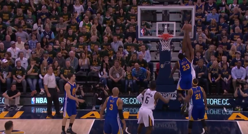 Top 5 : Derrick Favors se paye Draymond Green