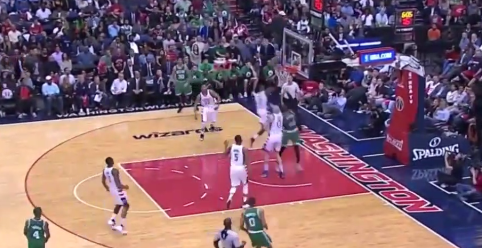 Le gros contre de John Wall sur Jae Crowder !
