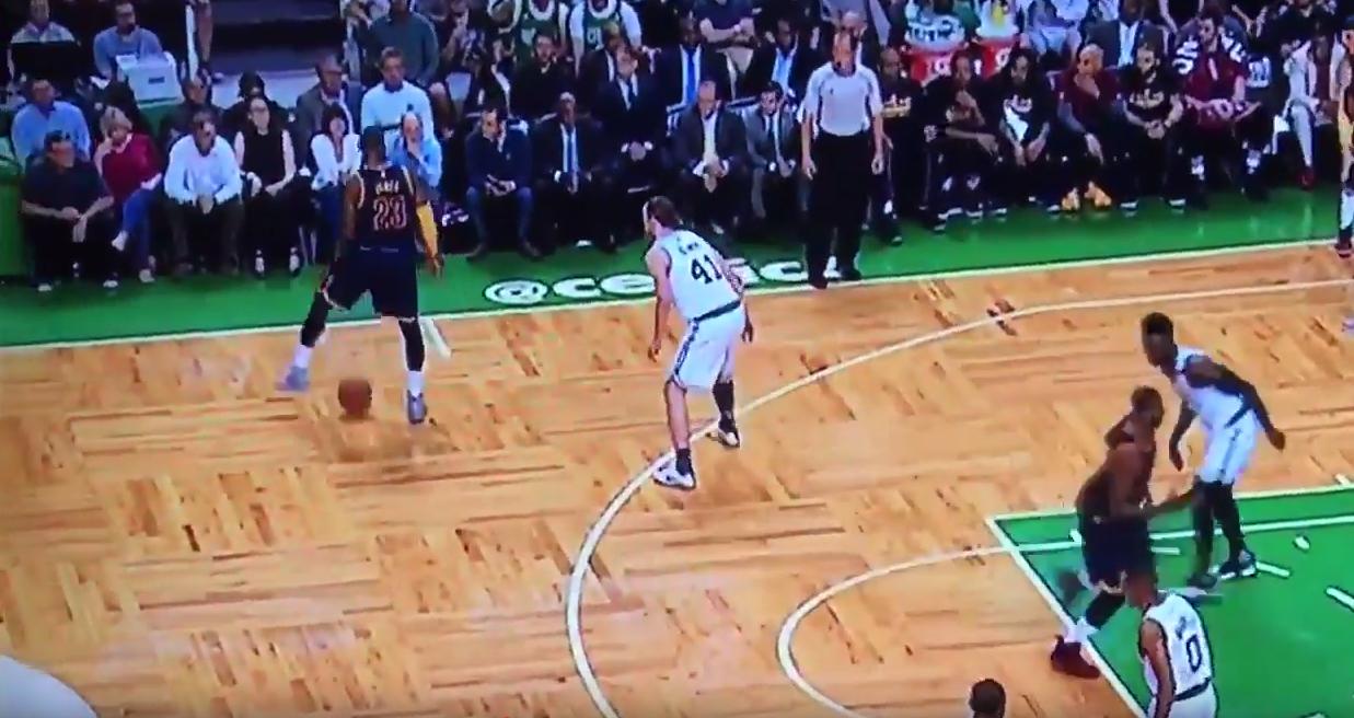 LeBron James n'a aucun respect pour Kelly Olynyk