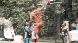 LeBron James s'amuse à battre les potes de son fils à tous les jeux