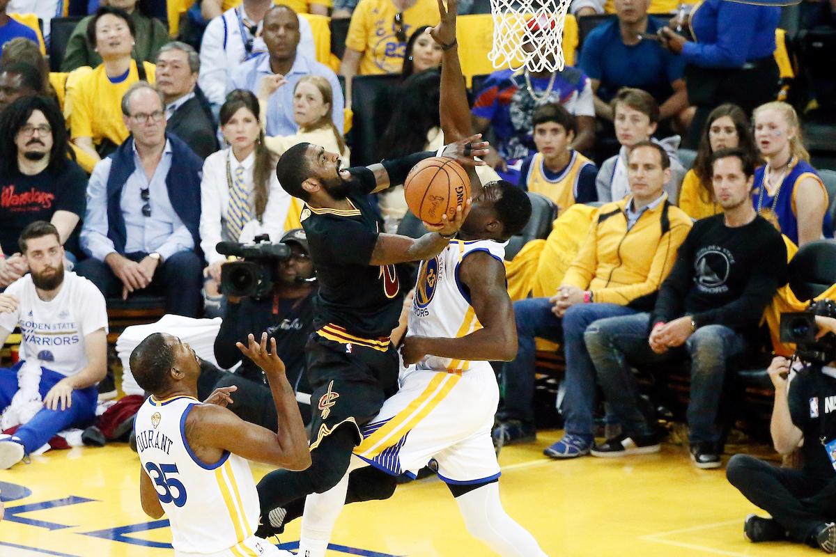 Kyrie Irving rend un hommage magnifique à LeBron James