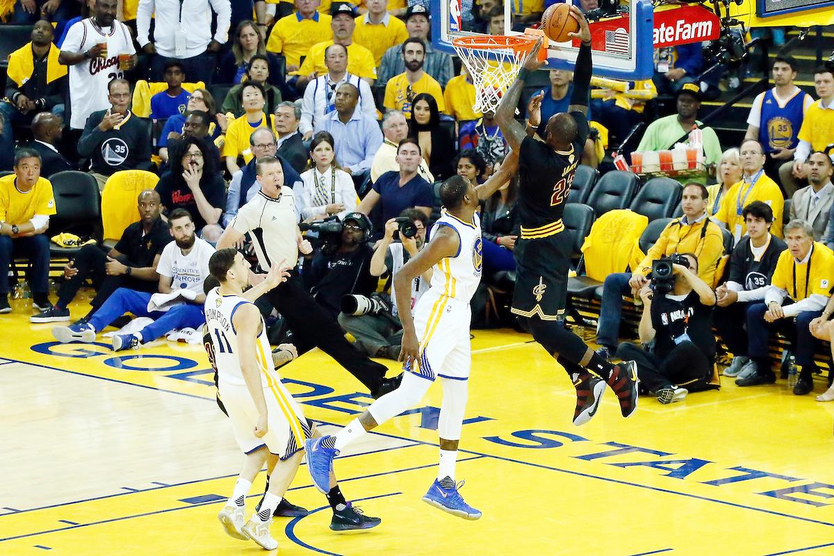 Bonbon du soir : le poster de LeBron James sur Kevin Durant
