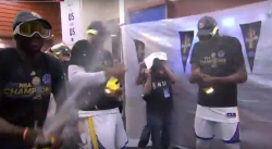 Champagne, bière… La célébration des Warriors dans les vestiaires !