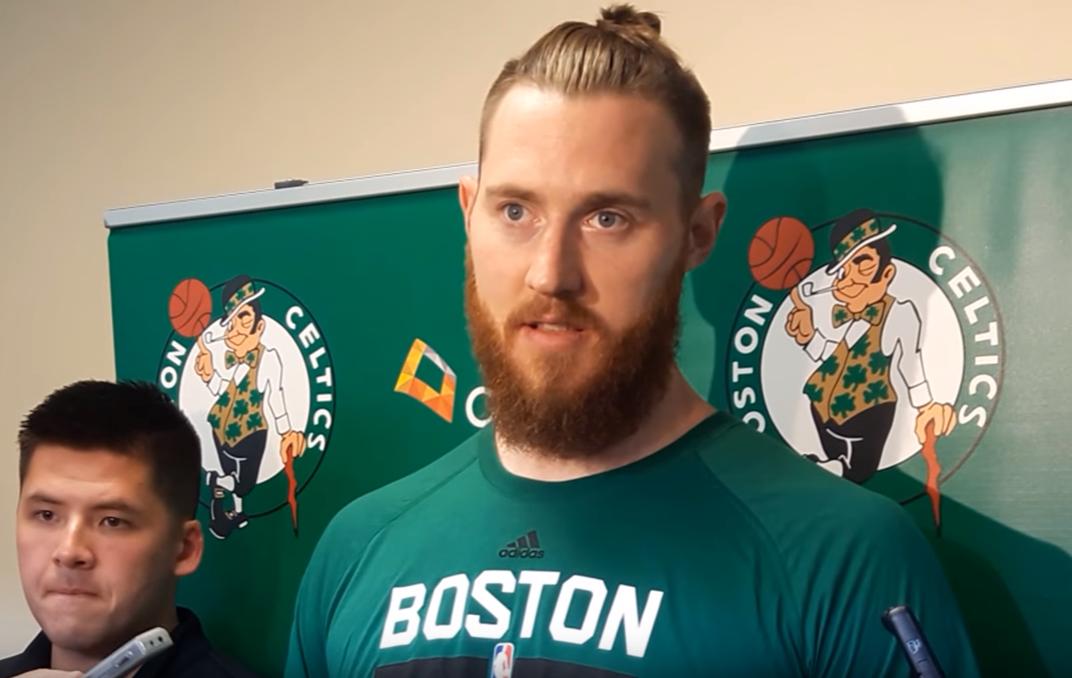 Aron Baynes devrait rester à Boston