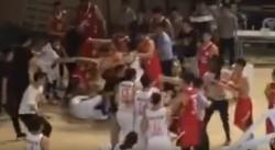Une énorme bagarre générale éclate lors d'un match en Chine