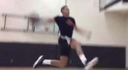 Aaron Gordon et son frère se font un dunk contest à distance