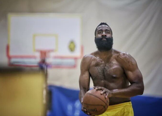 Le corps de James Harden a changé !