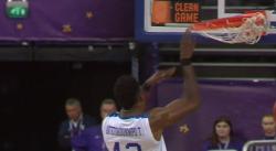Thanasis Antetokounmpo écrase un dunk sur la tête d'Edwin Jackson !