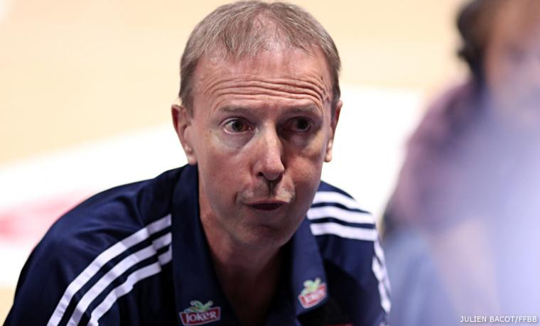 Le coach de la Lituanie mitraille les arbitres, Vincent Collet lui répond