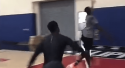 Dwyane Wade dunke sur des passes de son fils Zion