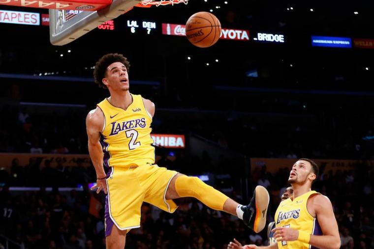 Menacé de «torture», Lonzo a le soutien des Lakers