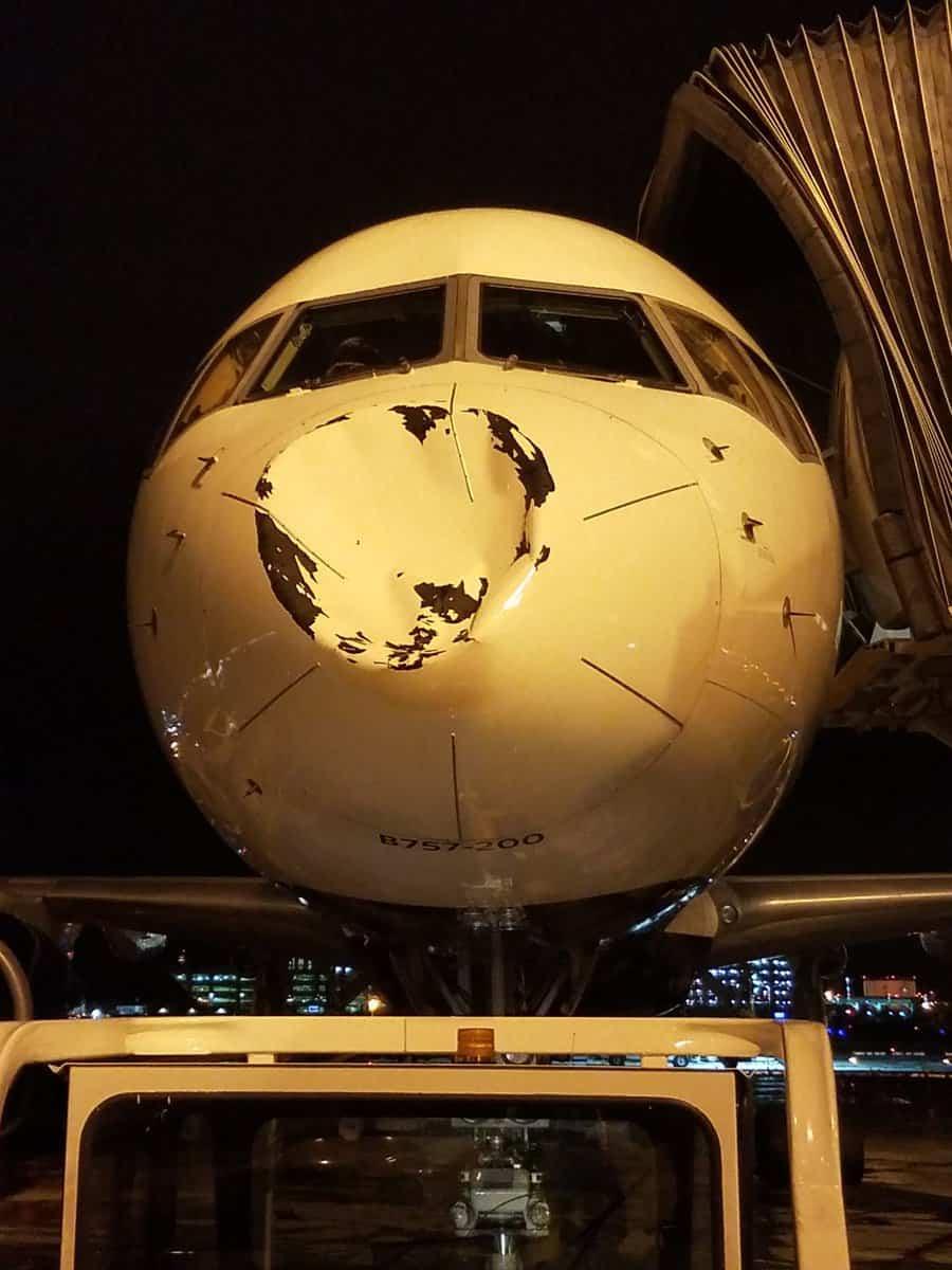 Percuté en plein vol, l'avion du Thunder a pris un sacré choc