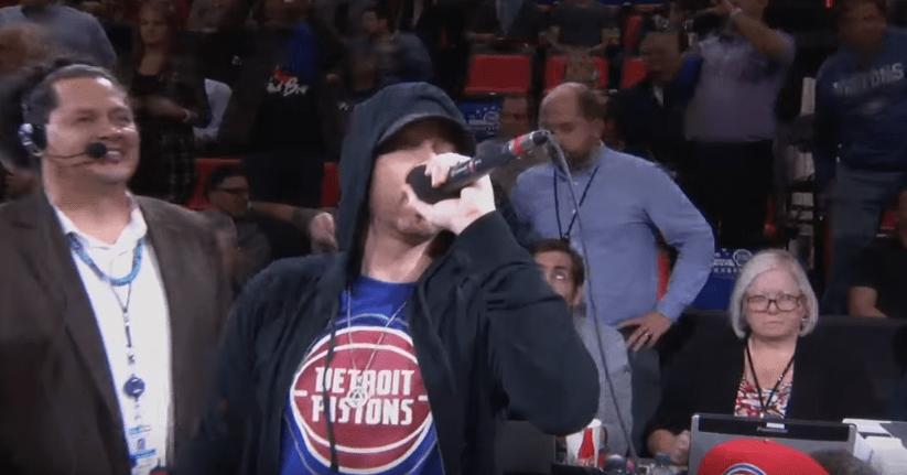 FIIIIIIIIIIIRE : Eminem accueille les Pistons à Detroit