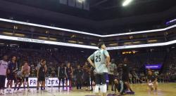 Les rookies des Kings se livrent un concours de danse, Vince Carter sous le choc