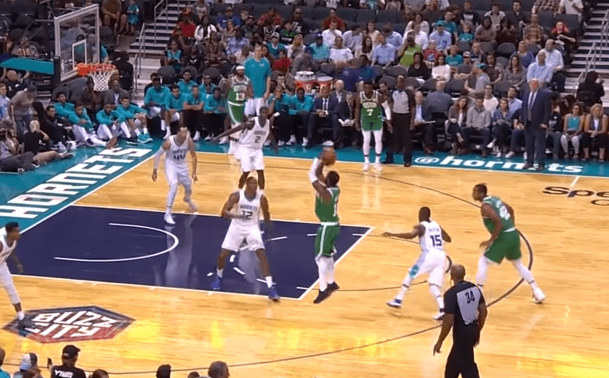Kyrie Irving brille face aux Hornets