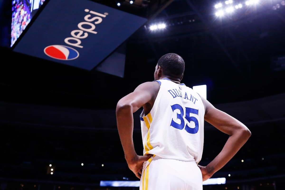 Expulsé dès son retour, Kevin Durant doit vraiment se calmer