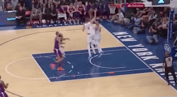 Fou : La séquence contre/dunk de Kristaps Porzingis