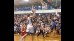 High school : Un lycéen claque un énorme dunk !