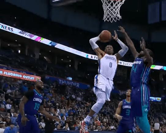 Le dunk monstrueux de Westbrook… a révolté les Hornets