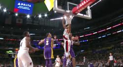 Top 10 : C.J. McCollum place un gros dunk sur les Lakers